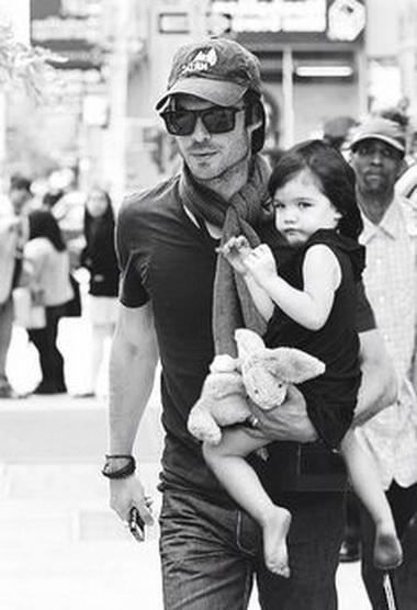 Йен Сомерхолдер с дочерью.